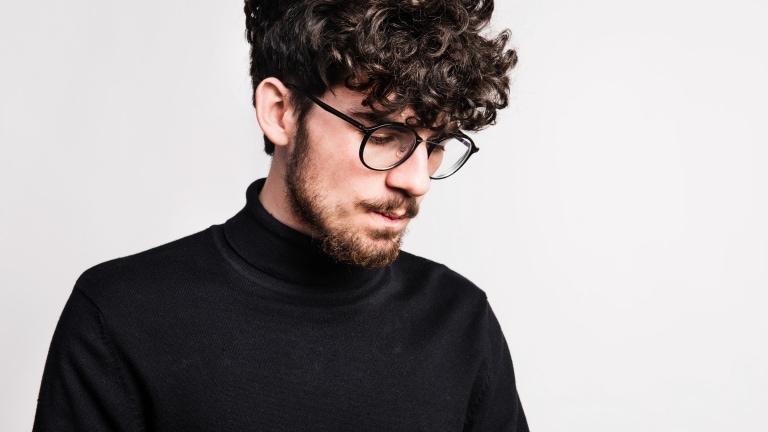 10 Model Rambut Keriting Pria Biar Lo Makin Keren