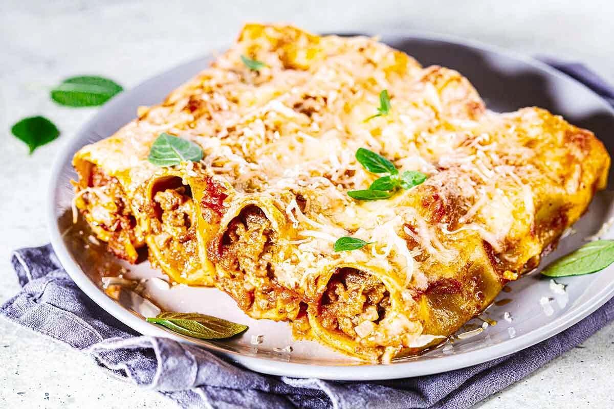 Cannelloni paling cocok disajikan sebagai pasta panggang dengan isian daging